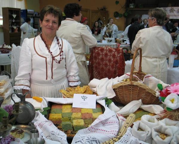 Mira Kipa iz Lobora bijeli je, žuti i crveni kukuruz kakvi se uzgajaju u Zagorju predstavila kukuruznom šahovnicom (Snimila Božica Brkan / Acumen)
