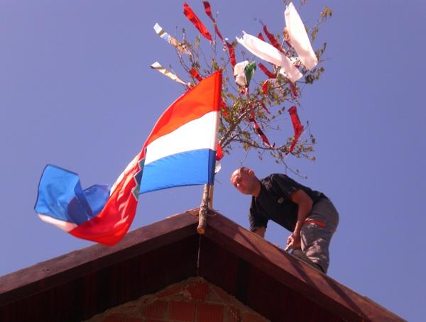 Završetak krova u Voloderu (Fotografija Slavica Moslavac)