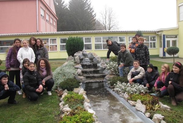 Školarci iz Donjega Kraljevca vrlo su vješti te su podihli i kaskadni vrt (Fotografija HRT)