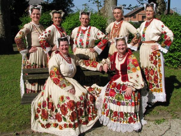 Svečana ženska narodna nošnja s Banovine, iz Hrastovice (Snimila Slavica Moslavac)