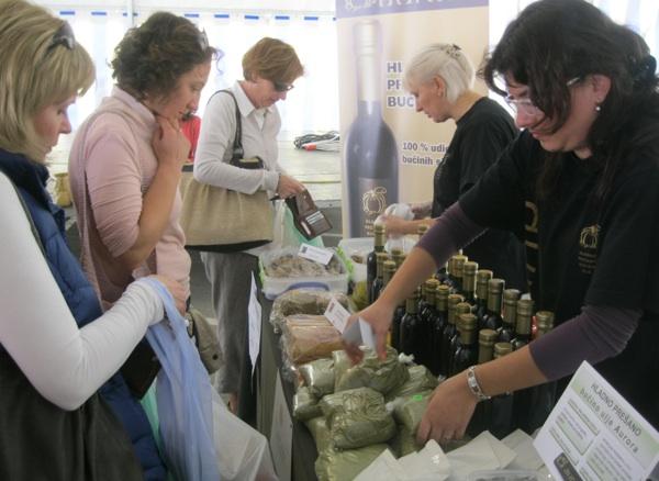 Uz bucino ulje prodavali su se i drugi srodni proizvodi (Snimio Miljenko Brezak / Acumen)